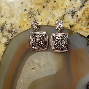 Vintage Jewelry - Vintage Napier silver square flower earring GUC
